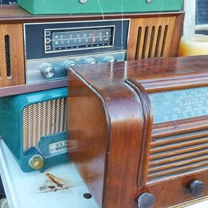 08 - Clocks, Radios, Records & Music